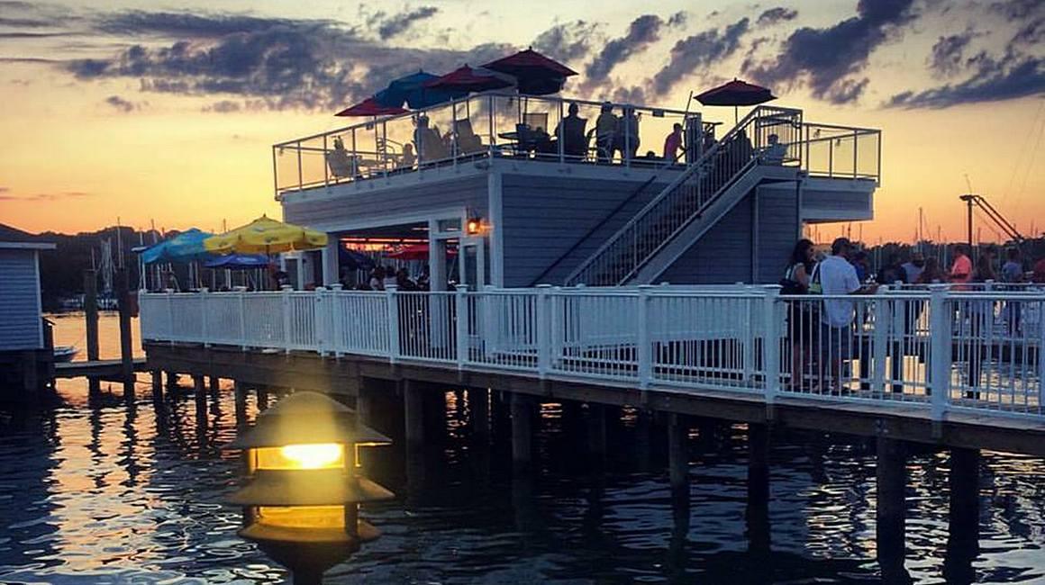 Skipper's Pier Dock Bar
