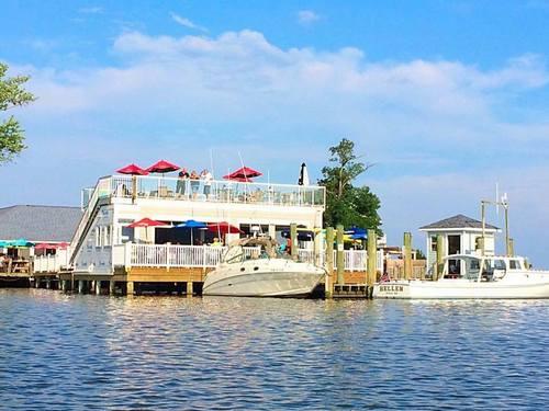 Skipper's Pier Dockbar